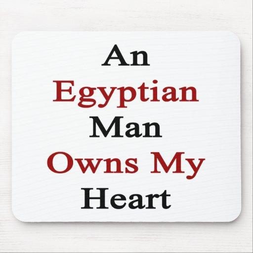 Un hombre egipcio posee mi corazón alfombrillas de ratones