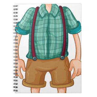 Un hombre joven alto cuaderno