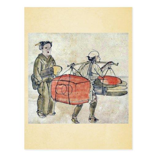Un hombre que lleva un polo del hombro con un tron tarjeta postal
