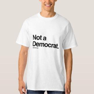 Un humor NO de DEMÓCRATA - de Politiclothes - .png Poleras