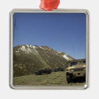 Un Humvee se parquea en el sitio re-que transmite Ornaments Para Arbol De Navidad