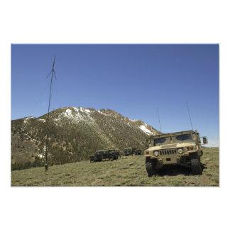 Un Humvee se parquea en el sitio re-que transmite Arte Fotografico