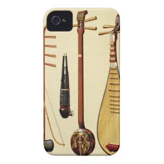 Un huqin y un arco, un sheng, un sanxian y un funda para iPhone 4