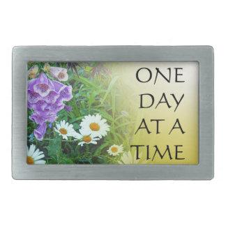 Un jardín de flores del día a la vez hebilla cinturon rectangular
