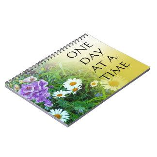 Un jardín de flores del día a la vez libro de apuntes con espiral