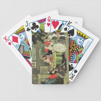 Un jardín ornamental con las figuras elegantes ase barajas de cartas