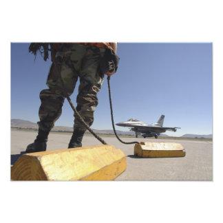 Un jefe de equipo de la fuerza aérea de los cojinete