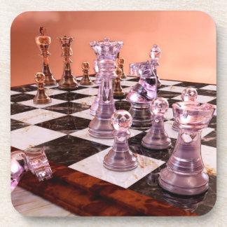 Un juego del ajedrez posavasos de bebida