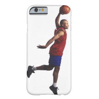 un jugador de básquet joven del varón adulto vuela funda de iPhone 6 barely there