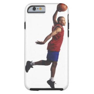 un jugador de básquet joven del varón adulto vuela funda de iPhone 6 tough