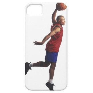 un jugador de básquet joven del varón adulto vuela iPhone 5 carcasa