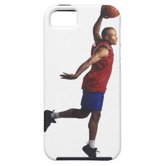 un jugador de básquet joven del varón adulto vuela iPhone 5 carcasas