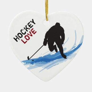 Un jugador de hockey en el hielo adorno navideño de cerámica en forma de corazón