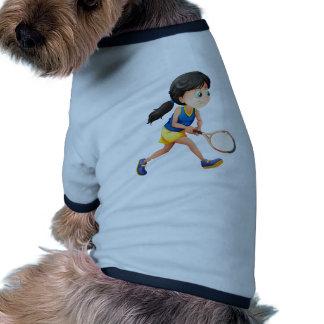 Un jugador femenino joven que juega a tenis camiseta con mangas para perro