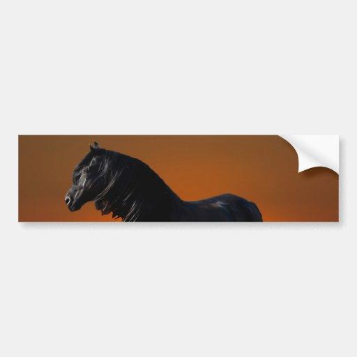 Un jugueteo de la puesta del sol de los caballos pegatina para auto