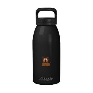 Un león dibujado sonriente marrón del dibujo botella de beber
