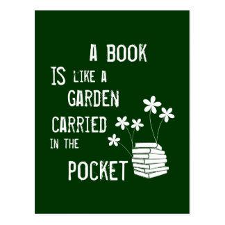 Un libro es como un jardín en el bolsillo tarjeta postal