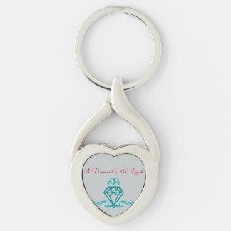 Un llavero del metal del diamante en bruto llavero plateado en forma de corazón
