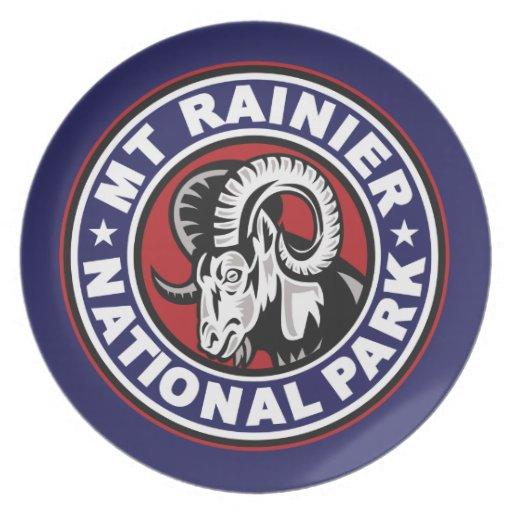 Un logotipo blanco del Mt y azul rojo más lluvioso Platos