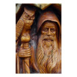 Un mago y un búho emergen de caverna poster