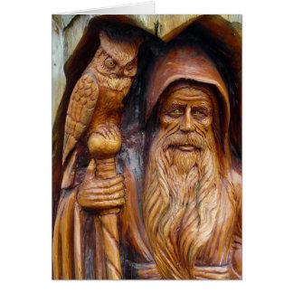 Un mago y un búho emergen de caverna tarjeta de felicitación