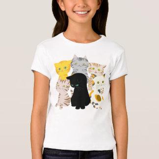 Un manojo de las camisetas de los gatos del chica remeras