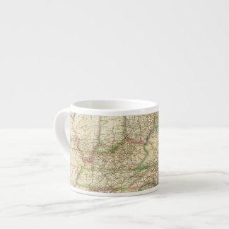 Un mapa de los caminos, de los canales y del barco tazitas espresso