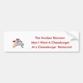 un mapache, hombre quiero un Cheesburger, el Nucl… Etiqueta De Parachoque