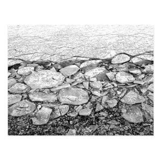 Un mar Báltico congelado de la postal del hielo
