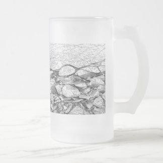 Un mar Báltico congelado del hielo sobre el vidrio Taza