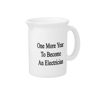 Un más año a hacer un electricista jarra