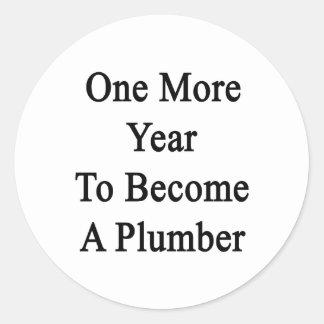 Un más año a hacer un fontanero etiquetas redondas