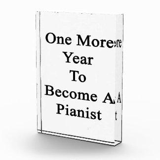 Un más año a hacer un pianista