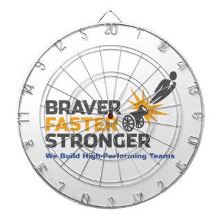 Un más fuerte más rápido más valiente - logotipo tablero dardos