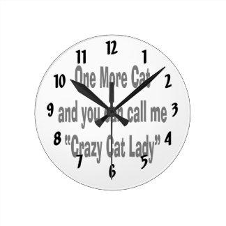 un más gato y usted pueden llamarme señora loca de reloj de pared