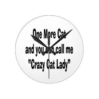 un más gato y usted pueden llamarme señora loca de reloj redondo mediano