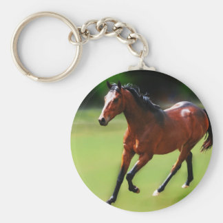 Un medio galope de los caballos llavero redondo tipo pin