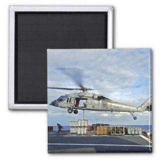 Un MH-60S Seahawk se prepara para entregar ammunit Iman Para Frigorífico