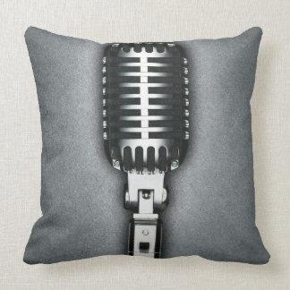 Un micrófono clásico almohada
