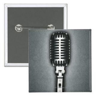 Un micrófono clásico pin cuadrada 5 cm