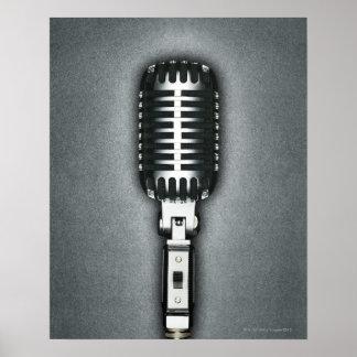 Un micrófono clásico póster