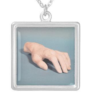 Un molde de la mano de Federico Chopin Colgante Cuadrado