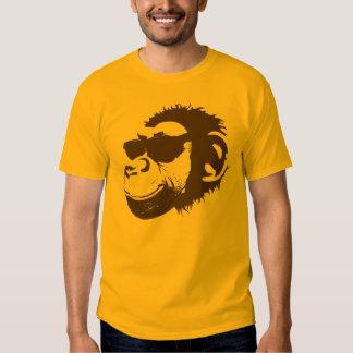 Un mono fresco polera