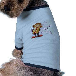 Un mono que juega con los platillos camiseta con mangas para perro