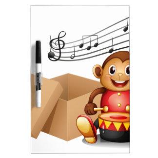 Un mono que juega con notas musicales y un b vacío pizarras blancas