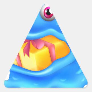Un monstruo con un regalo en su boca pegatina triangular