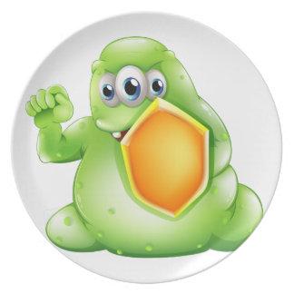 Un monstruo valiente del greenslime que sostiene platos de comidas