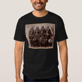 Un montón de oeste salvaje del ensayo de caballos camisas