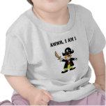 Un muchacho año del pirata camisetas