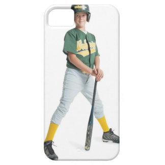 un muchacho caucásico joven está llevando un verde iPhone 5 funda